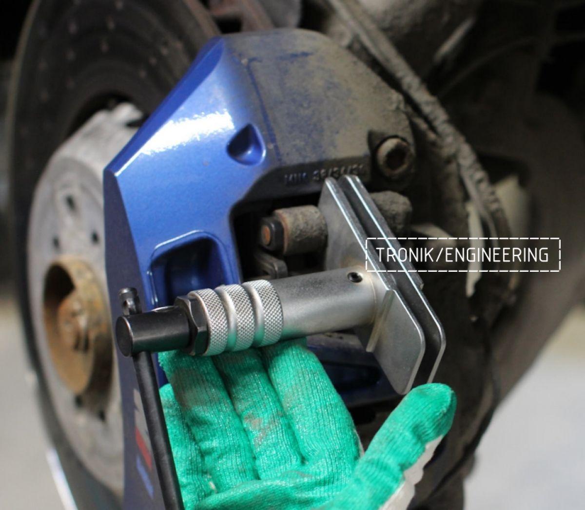 Замена тормозных колодок в многопоршневых суппортах Brembo. Фотография 6