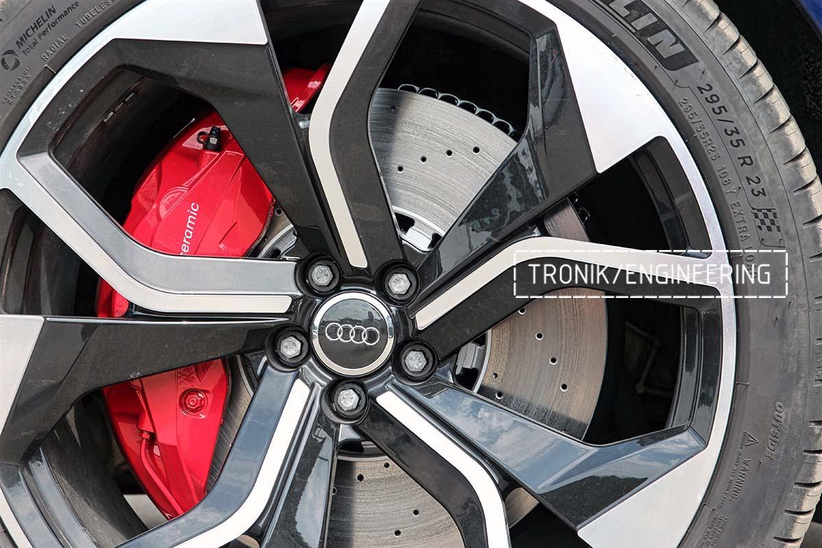 Тормозная система передней оси Audi RSQ8. Фотография 12