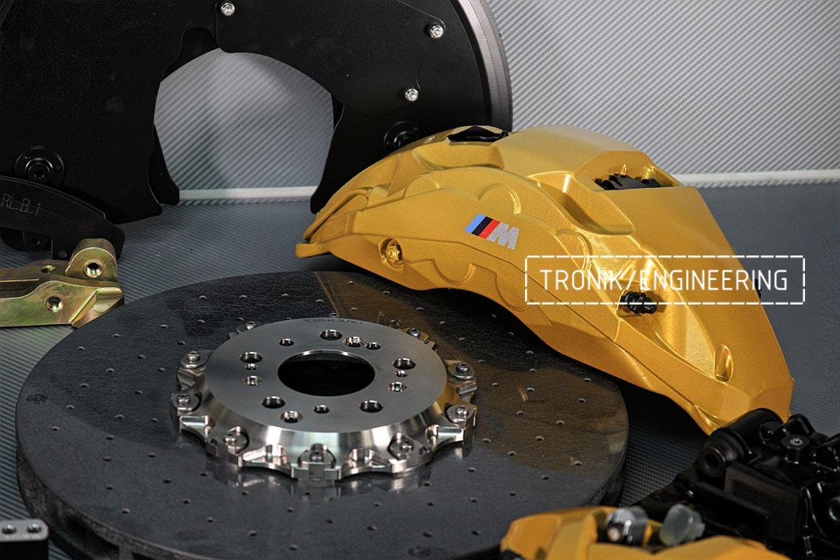 Передний 10-ти поршневой суппорт и тормозной диск. Фото 1
