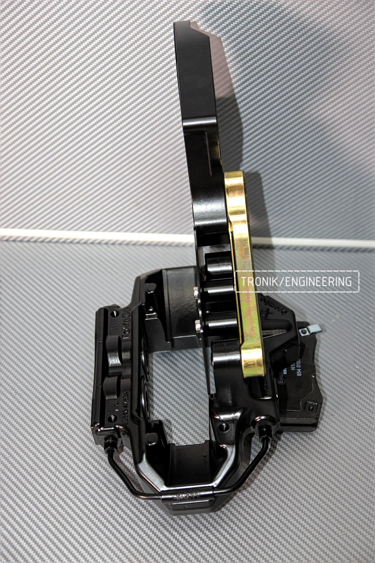 Крепление заднего суппорта Mercedes-Benz G500 к кронштейну. Фото 1