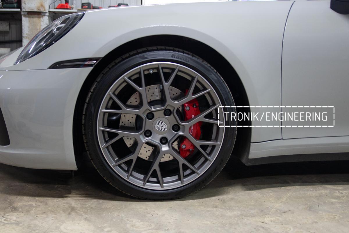 Карбон-керамическая тормозная система Porsche 992 Carrera. Фотография 1