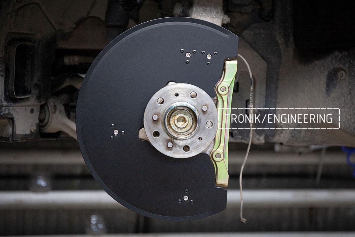 Защита переднего тормозного диска и кронштейн передней оси Бмв X5/X6