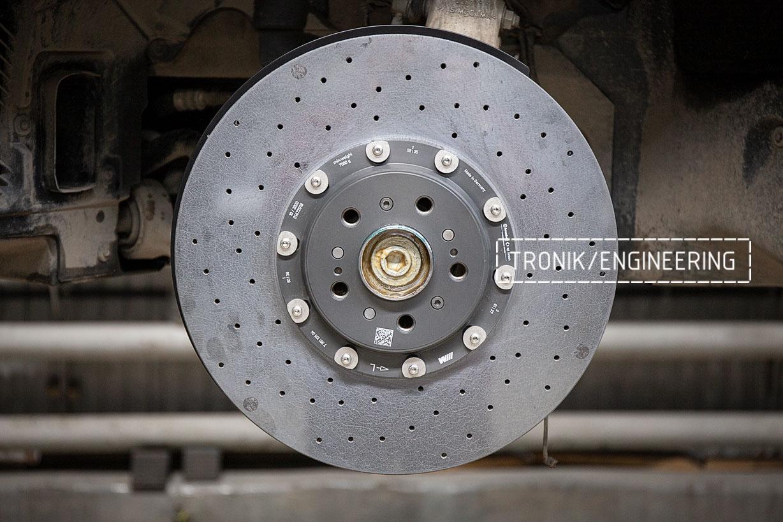 Передний карбон-керамический тормозной диск