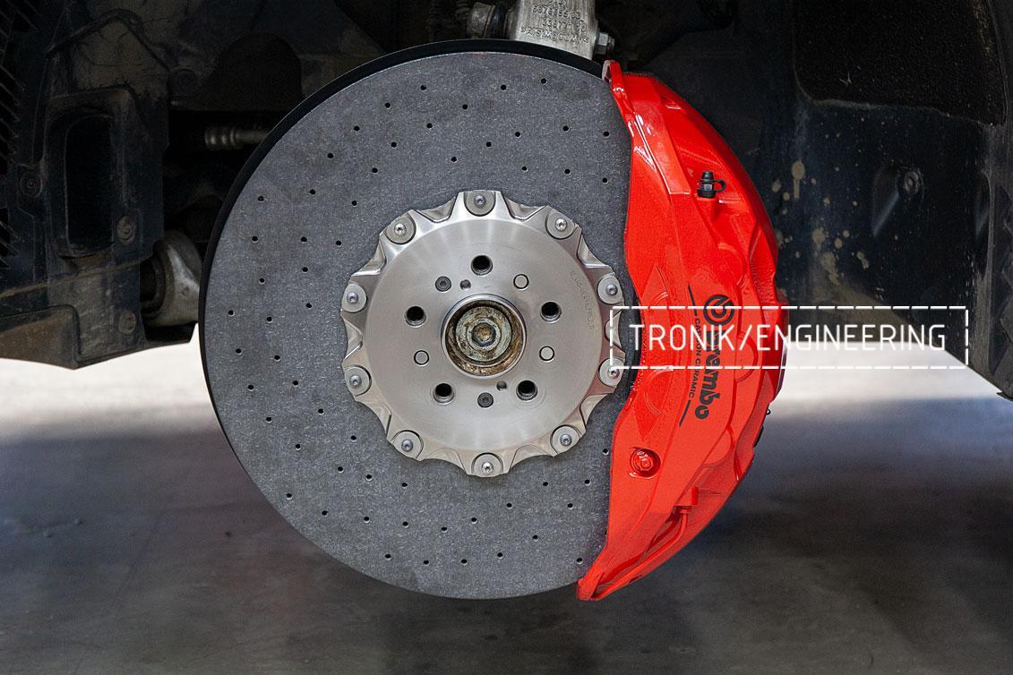BMW F96 карбон-керамическая тормозная система. фото 1