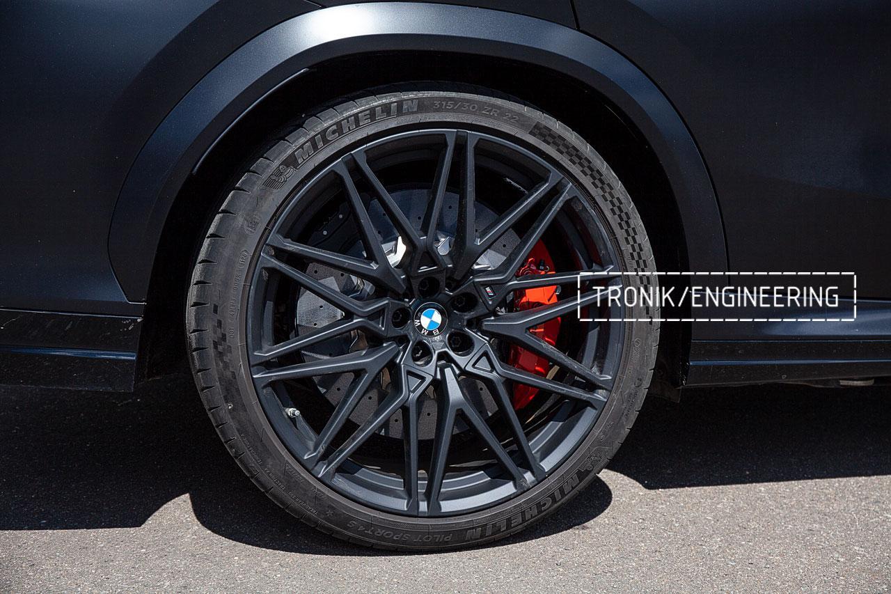 BMW F96 карбон-керамическая тормозная система. фото 11