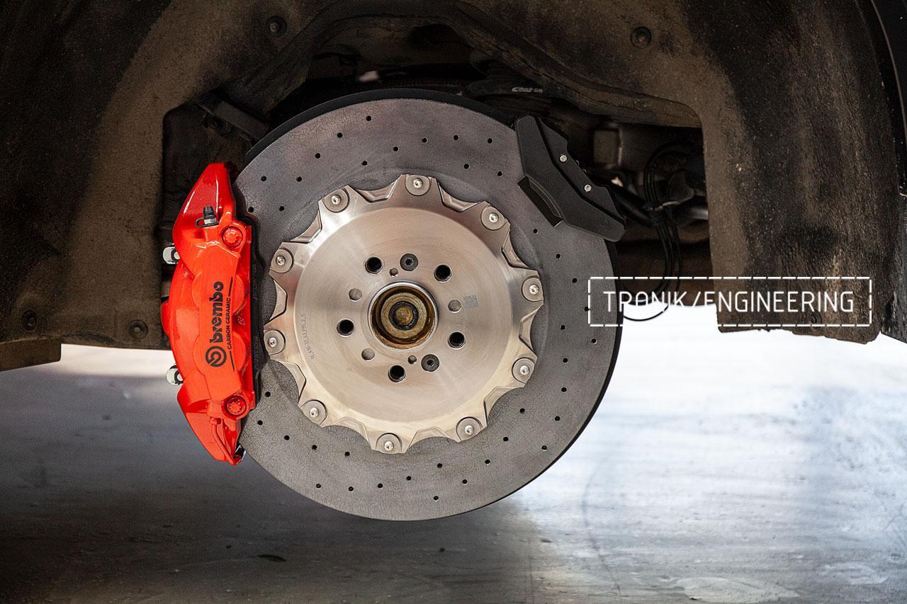 BMW F96 карбон-керамическая тормозная система. фото 4